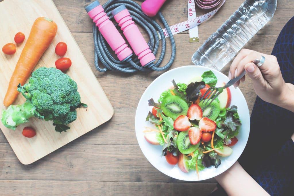 vegetables and salad bowl, painonpudotu
