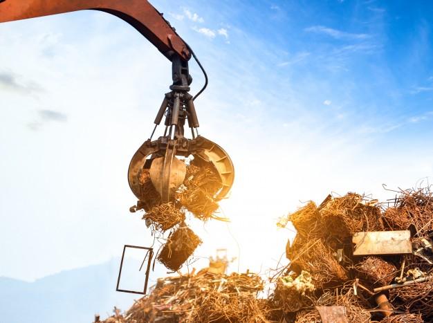 metal crane grabbing scrap waste, kierr