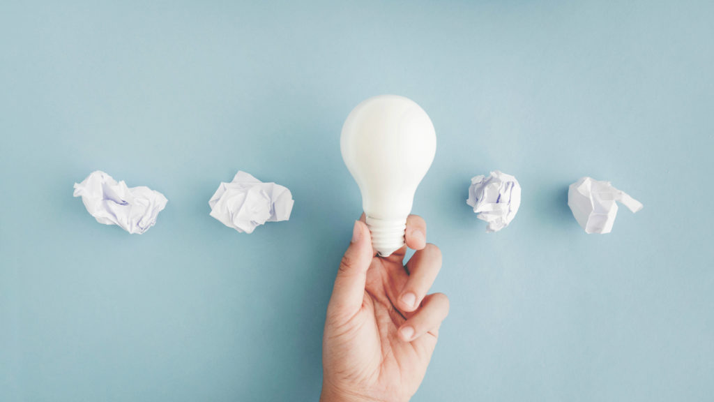hand holding a lightbulb